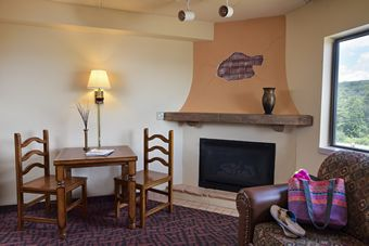 Double Queen Junior Suite w/ Fireplace - Scenic View