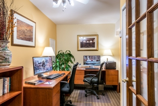 Biz Travel Pkg w/ Parking & Breakfast