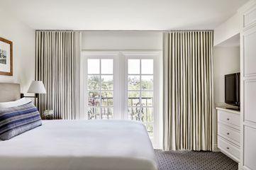 Renovated Resort Suite 1 King Bed