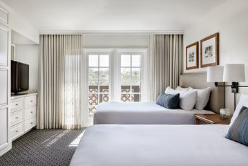 Renovated Resort Suite 2 Queen Beds