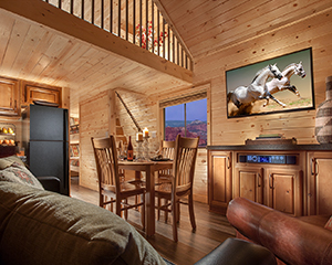 Red Cliff View Loft Cabin