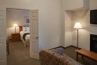 2 Bedroom 2 Queen Suite