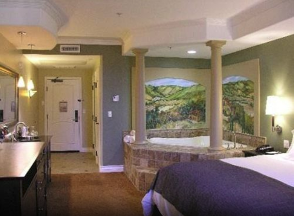 Deluxe King Whirlpool Suite
