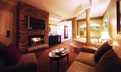 One-Bedroom Double Queen Fireplace & Whirlpool Accessible Suite