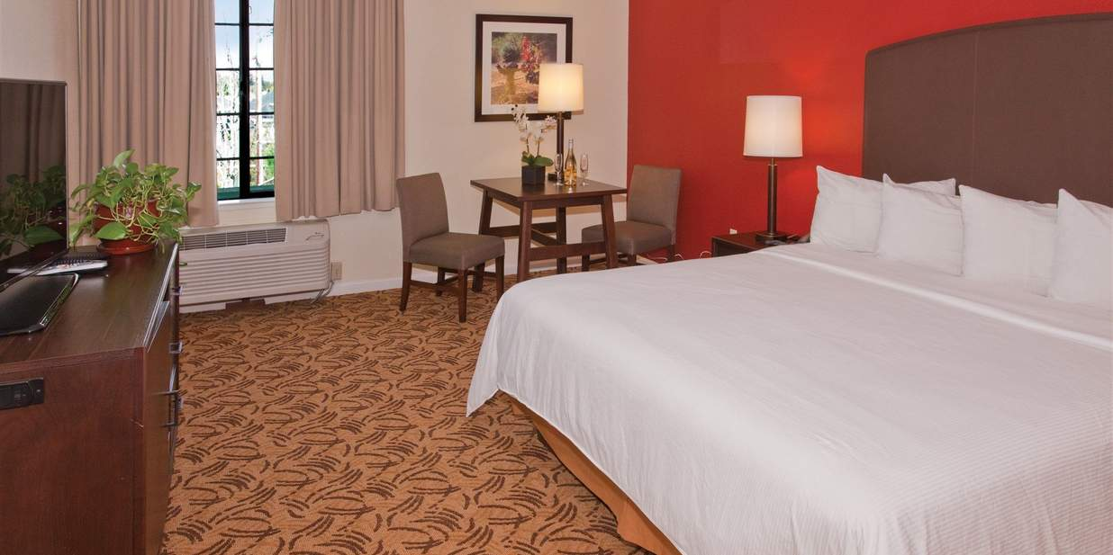 Deluxe Room with King Bed, Accessible