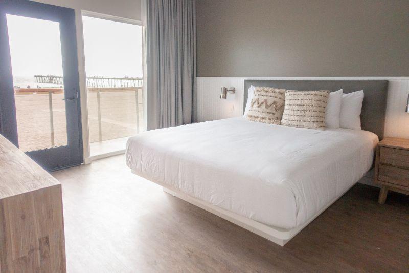 Panoramic Beachfront Balcony Suite | 455 sq ft